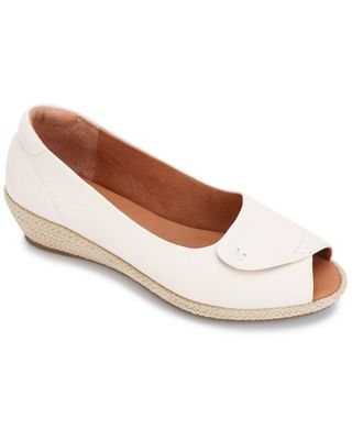 Gentle Souls by Kenneth Cole Luci Easy Open Leather Wedge