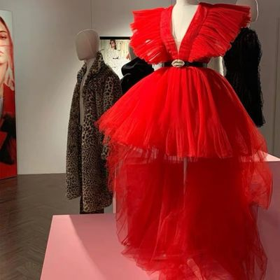 Red Image Hot Red High Low Tulle Prom Dresses Deep V-neck Long Tutu Prom Gowns Ruffles Formal Party Dresses 2020