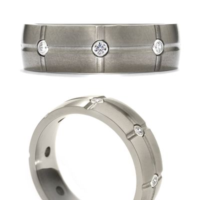 Hearts On Fire Commanding Grey Titanium Dome Grid Band .17-.27ctw Ti/Sil